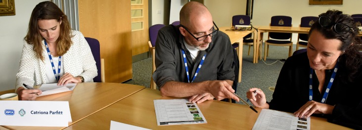 YPA judges looking at images © RSPCA